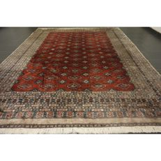 Magnificent handwoven oriental carpet, Bukhara Jomut, 
