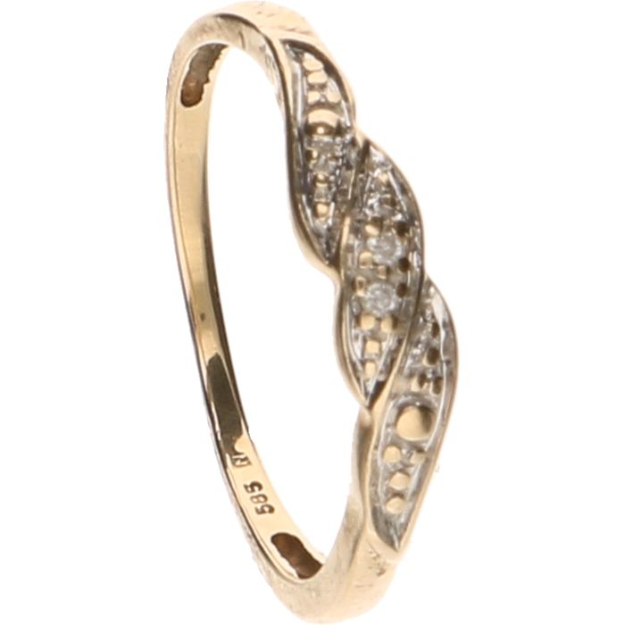14 kt Yellow gold ring set with two brilliant cut diamonds of approx. 0.005 ct each - Ring size: 16.5 mm.