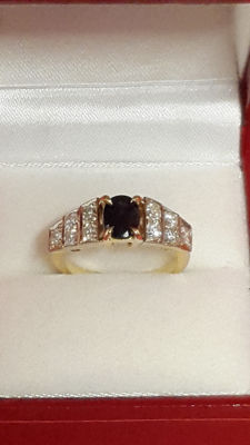 18 kt yellow gold ring/sapphire/diamonds; size 52/16.5 mm
