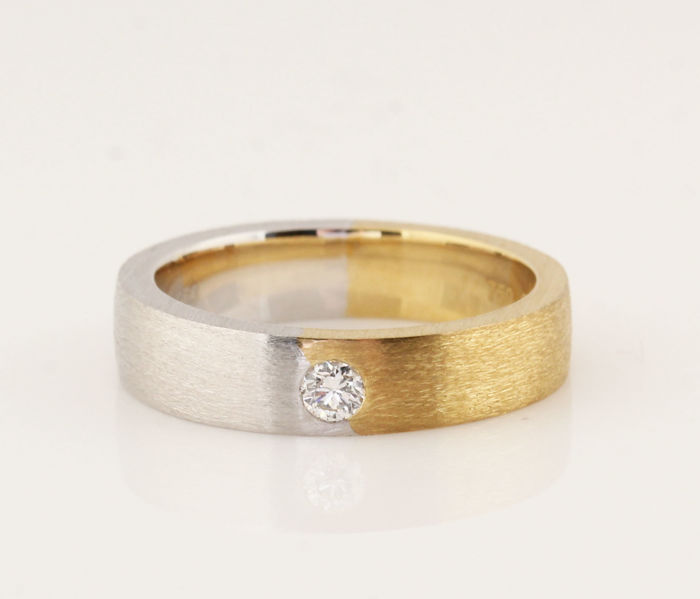 Platinum (950) & 18 yellow gold diamond ring 0.10 ct / G-H VVS2-VS2 / 10.50 g / ring size: 56.5