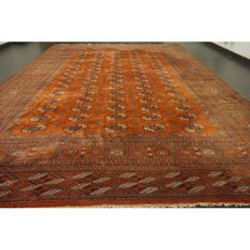 Magnificent handwoven oriental carpet Bukhara Jomut, 370 x 280 cm, Made in Pakistan in the middle of the 20th century