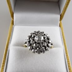 14 kt gold cluster ring with rose cut diamonds, central diamond 0.25 ct, approx. 0.75 ct in total - 4.9 grams - ring size 53 / 16.75 mm