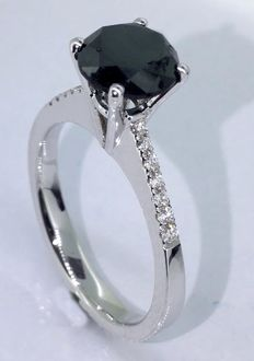 Ring with a black diamond total  1.25 ct - white diamonds 0,10ct  *** No reserveprijs ***