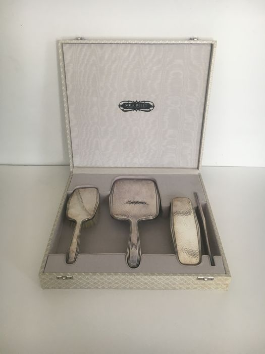 Sola pleet, heavily silver plated dressing table set