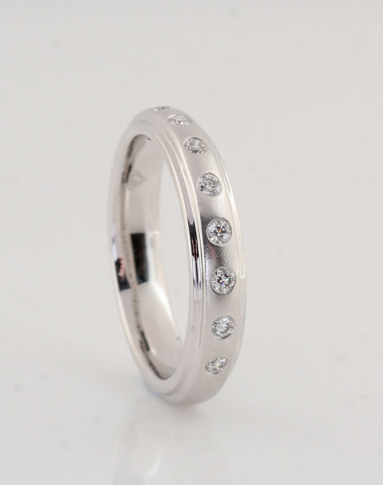 "Platinum (950) diamond ring is 0.20 ct/G-H VVS2-VS2/Strong lustre/9.00 grams/53/""NEW"""