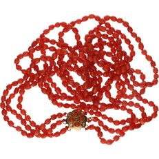 14 kt Red coral necklace set with yellow gold clasp - Length: 58 cm.
