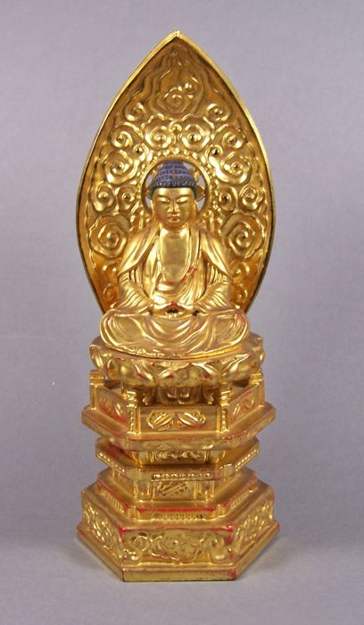 A gilded and black and red lacquered wood sculpture of Buddha - Japan - ca. 1950 (Showa period)
