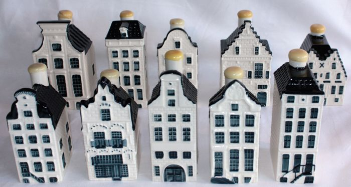 10 KLM Delft Blue Business Class houses. (Bols)
