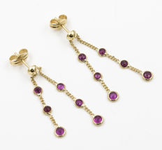 Yellow gold (750‰/18 kt) – Earrings – Rubies totalling 1.40 ct. Length of earrings: 32.25 mm