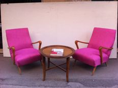Pair of vintage designer armchairs with coffee table – mid-20th century