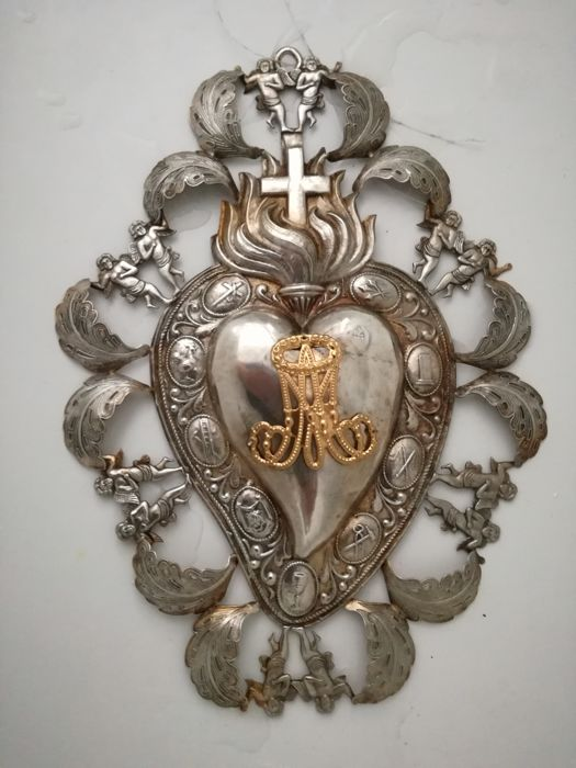 BEAUTIFUL FLAMING HEART - FILIGREE WORK from ca. 1940 or earlier - 31.4 cm - with 12 angels