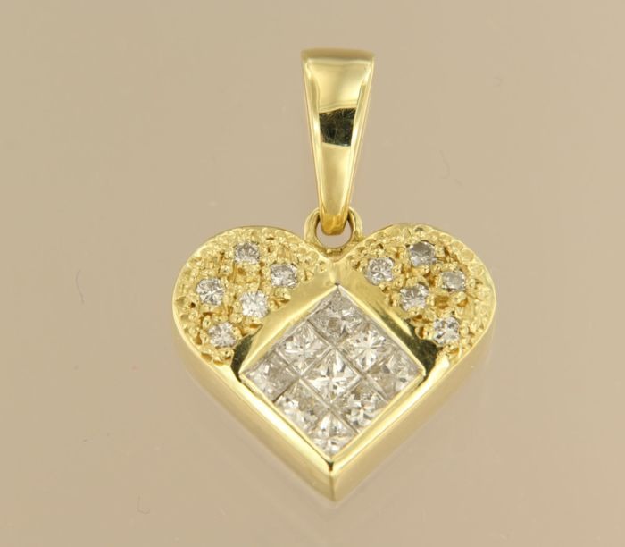 *****NO RESERVE PRICE**** 18 kt gold heart pendant set with princess and brilliant cut diamonds, approx. 0.70 carat in total