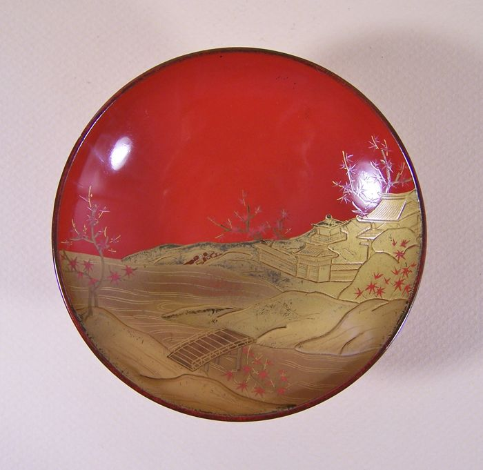 A high-quality red lacquer ware on wood ('urushi') drinking dish ('sakazuki') - Japan - ca. 1900 (Meiji period)