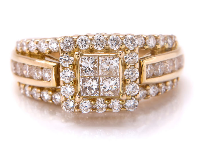 Gold diamond entourage ring – 1.09 ct with VS1-VS2 clarity – 16.00 mm – **no reserve price**