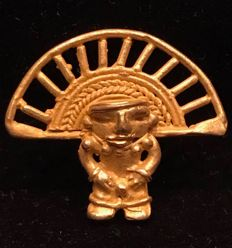 Tumbaga Gold , Colombian Tairona - 25 x 30 x 4 mm , 3,9 grams, A pendant of a Schaman