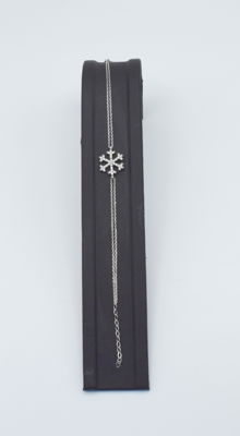 14 carat white   gold  snow flake  bracelet with zircon stone , bracelet length : 19 cm   approx