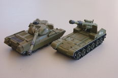 Dinky Toys - Scale 1/48 - Chieftain Tank no.683 en USA Army Chieftain Tank with 155mm Mobile Gun no.654