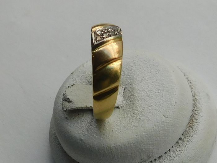 anello in oro 18 kt con diamanti  0,16 ct - misura internamente mm 17,9,