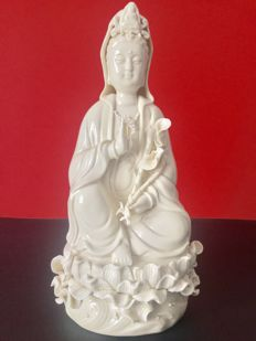 Representation of Guanyin in white porcelain - China - Beginning of 21st century.