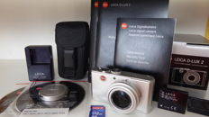 Leica D-Lux 2 with elmarit 2.8-4.9 optics and Leica bag