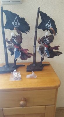 Twee Assassins Creed Black Flag figuren. Edward Kenway: Master of the Seas. Limited Edition