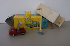 Corgi Toys - Scale 1/48 - Hydraulic Tower Wagon with Lamp Standard Gift Set No.14