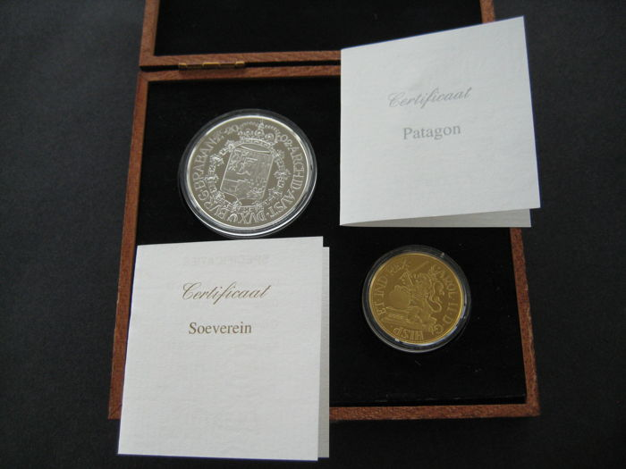 Belgium – Sovereign 2002 (restrike) + Patagon 2002 (restrike) Carol II (two coins), in wooden case - gold and silver