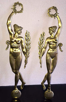 A set of Roman women with laurel wreaths, wall or cabinet decoration, first half 20th century