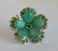 Silver ring with natural Emeralds and Tsavorite Garnet – Ring size: 17.25 (mm)