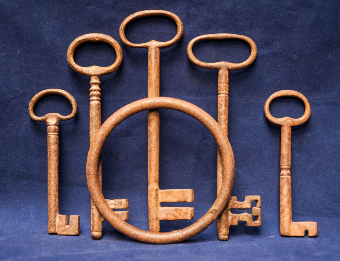 A large key ring with 5 large 17th century keys. From an excavation in Amsterdam