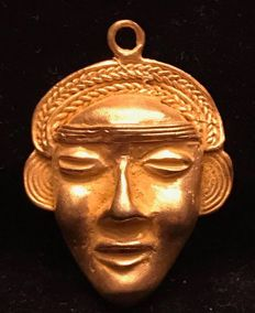 Tumbaga Gold , artifact Colombian Tairona - 40 x 27 x 12 mm , 11 grams , A pendant of a Tribal mask