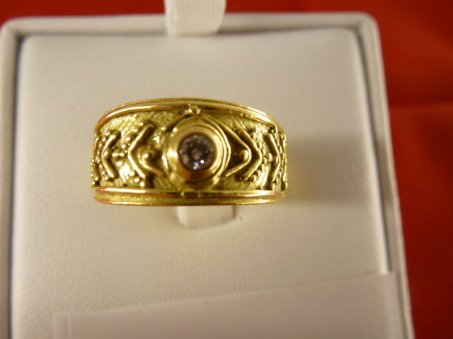 Etruscan style ring in 18 kt gold and 0.10 ct diamonds – size 21