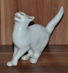 "Royal Copenhagen - Porcelain figurine ""Cat"""