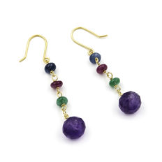 18 kt/750 Yellow gold – Earrings – Sapphire – Emerald – Ruby – Amethyst – Earring length: 46.00 mm