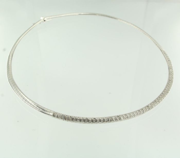 18 kt white gold omega model necklace with 110 brilliant cut diamonds of approx. 1.50 ct, inner diameter 13.5 cm