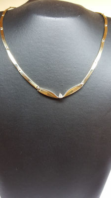 14 kt yellow gold women's necklace set with diamond; diameter approx. 15 cm