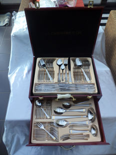 Cutlery case 'la cuisiniere d'or' 72-piece gold plated finish