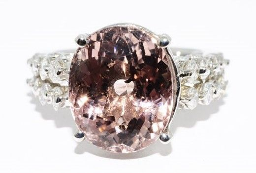 6.98ct. Ring with natural pink tourmline and diamonds -no reserve price-