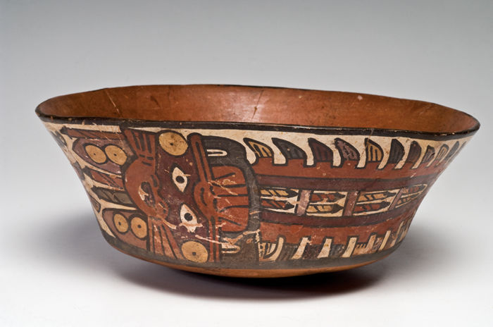 A Pre-Columbian Nazca Flared Bowl - W. 22.86 cm (9 inches)
