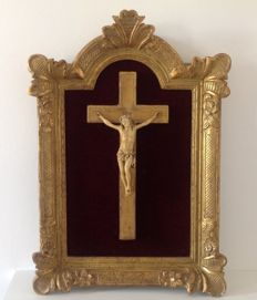 Large frame gilded in gold leaf with its Christ in Bakelite - France - 19th century