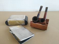 Pair of Savinelli pipes + silver laminated tobacco box with sides in beech wood + Seigneur silver plated cigarette case, made in England