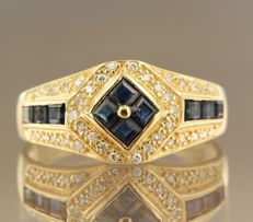 18 kt yellow gold ring set with sapphire and 38 brilliant cut diamonds, approx. 0.38 carat in total, ring size 18 (56)