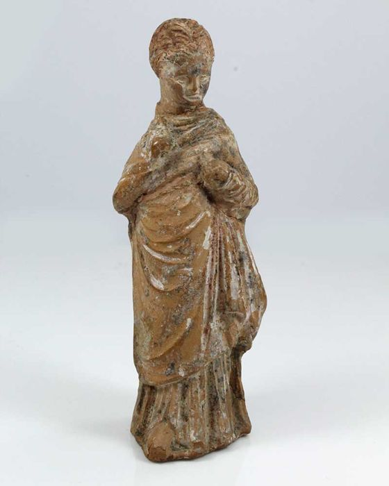 A Hellenistic Statuette of a young Girl - H. 13 cm (5 inches)