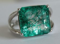 Silver ring with natural emerald of 13.15 ct - Ring size: 17.75 (mm)