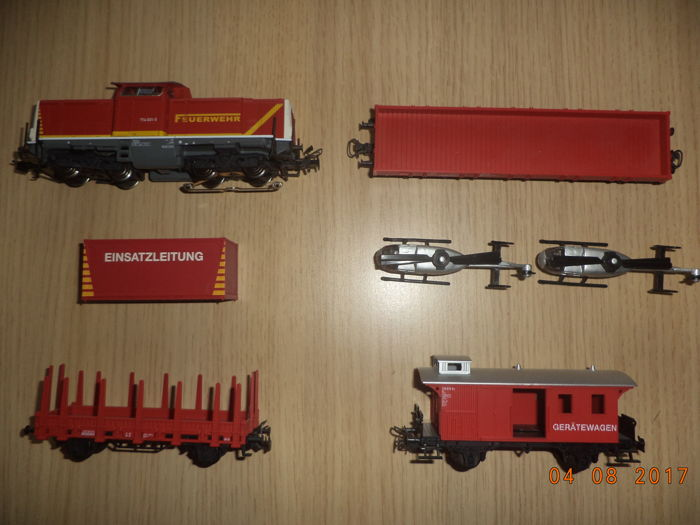 "Märklin H0 - from 29757 - ""Feuerwehr"" - train with Diesel locomotive V100, 3 carriages and two helicopters"