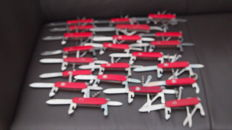 Collection of 22 Victorinox Swiss Pocket knives - in good condition - all functions work well - complete