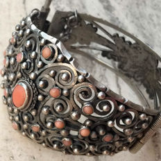Old Italian bracelet with coral, hallmarked 800, from the 1930s, Liberty