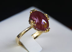14k gold ring, 11 ct. ruby. Size 19 mm *No reserve*