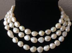 Necklace with baroque button pearls