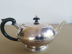 Nice silver plated bub-shaped teapot, made in England